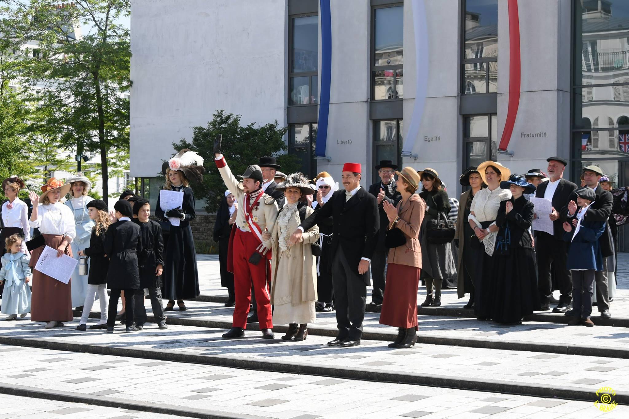 4 l'Achiduc d'Autriche  saluant la foule 2